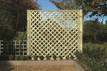 Diamond Lattice Timber Trellis