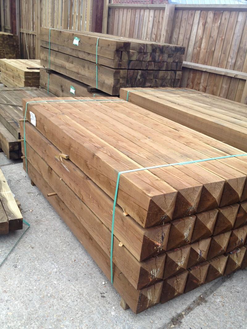 "Pyramid top gate posts 2.10m [7ft] x 175mm [7""] x 175mm [7""]"